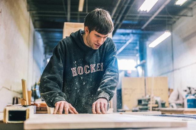 tesař, řemeslník, výroba nábytku