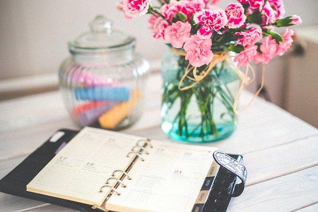 kalendář na stole