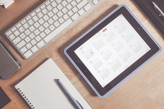 kalendář na tabletu